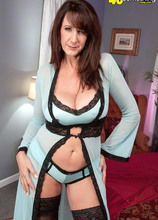 The Ultimate Cougar - Cassie Cougar (63 Photos) - 40 Something