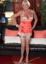 From Flight Attendant To GILF - Scarlet Andrews (41 Photos) - 40 Something