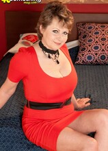 Going The Distance - Donna Marie (76 Photos) - 40 Something