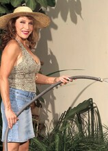 Luna Isn't Much Of A Gardener - Luna Azul (58 Photos) - 40 Something