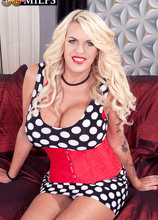 The UK's bustiest divorcee fucks her ass - Shannon Blue (82 Photos) - 50 Plus MILFs