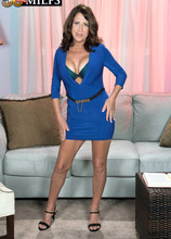 A real-life mom with a very hot body - Karen DeVille (71 Photos) - 50 Plus MILFs