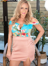 For starters, this hot wife DPs herself - Kenzi Foxx (80 Photos) - 50 Plus MILFs