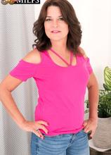 Kelly Scott teases and pleases - Kelly Scott (89 Photos) - 50 Plus MILFs