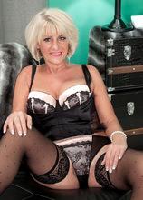 Desire's afernoon delight - Desire Collins and James Kickstand (47 Photos) - 50 Plus MILFs