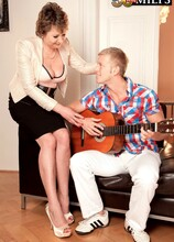 Young student strikes chord with 54-year-old MILF/GILF - Donna Marie and Dennis Reed (57 Photos) - 50 Plus MILFs