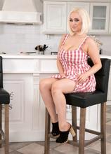 Busty British Blonde - Rachael C. (55 Photos) - Scoreland