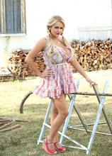 Not Your Dad's Farmer's Daughter - Katie Thornton (49 Photos) - Scoreland