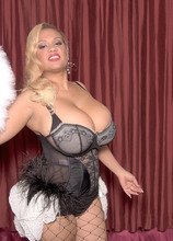Busty Burlesk - Liza Biggs (70 Photos) - Scoreland