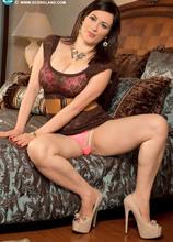 Because You Can't Lick A Personality - Amorina (45 Photos) - Scoreland