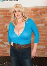 Huge Tits Tight Tops - Emilia Boshe (55 Photos) - Scoreland