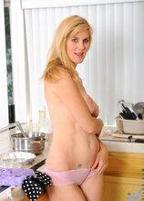 Anilos - Kitchencake featuring Kate Kastle. (Photos)