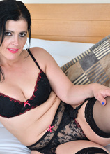 Anilos - Bedroom Eyes featuring Montse Swinger. (Photos)