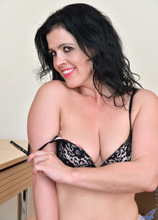 Anilos - Sexy Business Lady featuring Montse Swinger. (Photos)