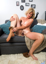 Anilos - Mature Beauty featuring Diana Gold. (Photos)
