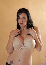 Anilos - Sexy Lady featuring Licious Gia. (Photos)