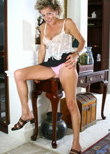 Anilos - Deliverycum featuring Vanessa. (Photos)