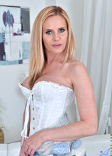 Anilos - Sexy Milf featuring Lili Peterson. (Photos)