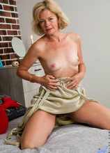 Anilos - Sexy Diana featuring Diana Gold. (Photos)