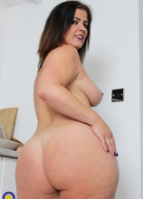 Big booty MILF Montse is showing off her dirty mind
