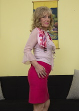 This naughty mature lsut loves to play alone