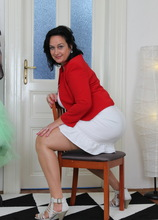 Big mature woman getting ready to play with herself