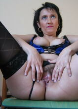 Mature francisca loves pleasing herself all ways possible