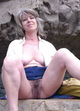 Mama is showing her pussy on a cliff