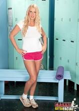 Behind the locker room door - Samantha Ray (22:50 Min.) - MILF Bundle