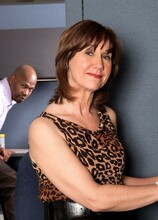 Lunchtime at the no-tell motel - Elle Denay (25:02 Min.) - MILF Bundle