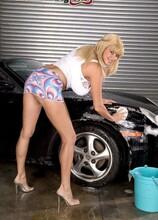 Penny Porsche's big-tit car wash - Penny Porsche (10:00 Min.) - MILF Bundle