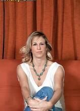 Gianna opens up, just for you! - Gianna Phoenix (13:28 Min.) - MILF Bundle