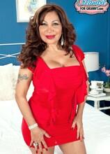 Latina mom gets a creampie - Sandra Martines (23:53 Min.) - MILF Bundle