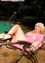 Raquel gets ass-fucked by the pool boy - Raquel Sieb (20:07 Min.) - MILF Bundle