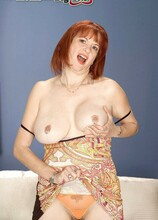 Pierced and stacked - Angie Summers (7:00 Min.) - MILF Bundle
