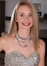 Petite MILF Heidi Van Moore spreads pussy. in Karupsow | Elite Mature