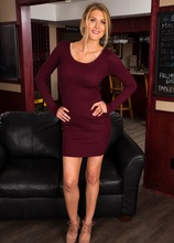 Busty mature babe Anna Kelly strips nakes in the hotel bar. in Karupsow | Elite Mature