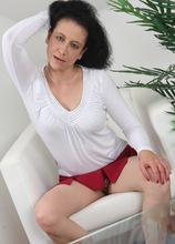 Hairy mature babe Rosetta rides her glass toy. in Karupsow | Elite Mature