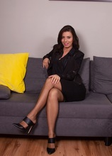 Brunette MILF Vicky Love takes naked selfies of herself. in Karupsow | Elite Mature