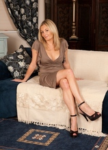 Sexy blond MILF Scarlet posing naked in only her high heels. in Karupsow | Elite Mature