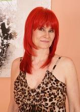 Older redhead Amanda Rose fingers hairy pussy. in Karupsow | Elite Mature