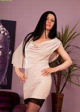 Stunning MILF Sienna Richardson fingerbangs her wet pussy. in Karupsow | Elite Mature