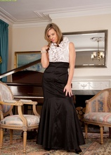 Elegant cougar Louise Pearce naked at the piano. in Karupsow | Elite Mature