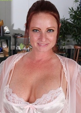 Busty housewife Brandie Jones toying her hungry pussy. in Karupsow | Elite Mature