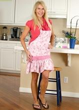 Cougar Erica Lauren butt naked in the kitchen.