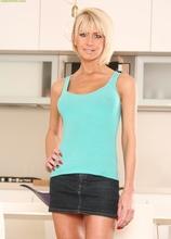 Firm breasted mature blonde Cathie masturbating. in Karupsow | Elite Mature