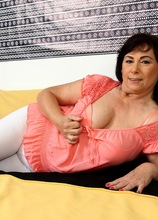 Busty mature amateur Kata fingers her older pussy. in Karupsow | Elite Mature