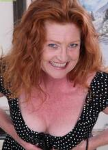 Older redhead amateur Veronica Smith plays with pussy. in Karupsow | Elite Mature