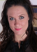 Brunette MILF Mari Lee exposes her pierced clit.