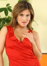 Stunning older babe Valentina Rush dildos her pussy. in Karupsow | Elite Mature